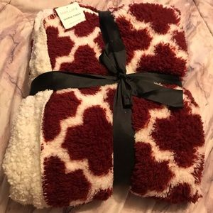 Other - NWT. Sherpa Red Throw 50x60